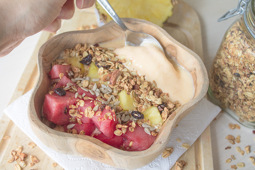 Pineapple-smoothie-bowl-4