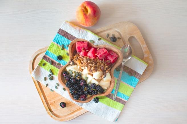 Peach-smoothie-bowl-breakfast