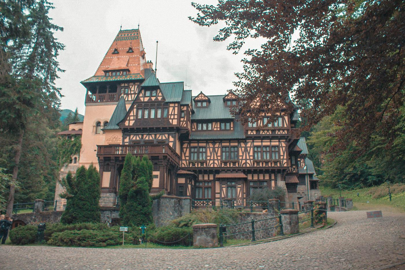 Pelisor-Castle-Sinaia (5)